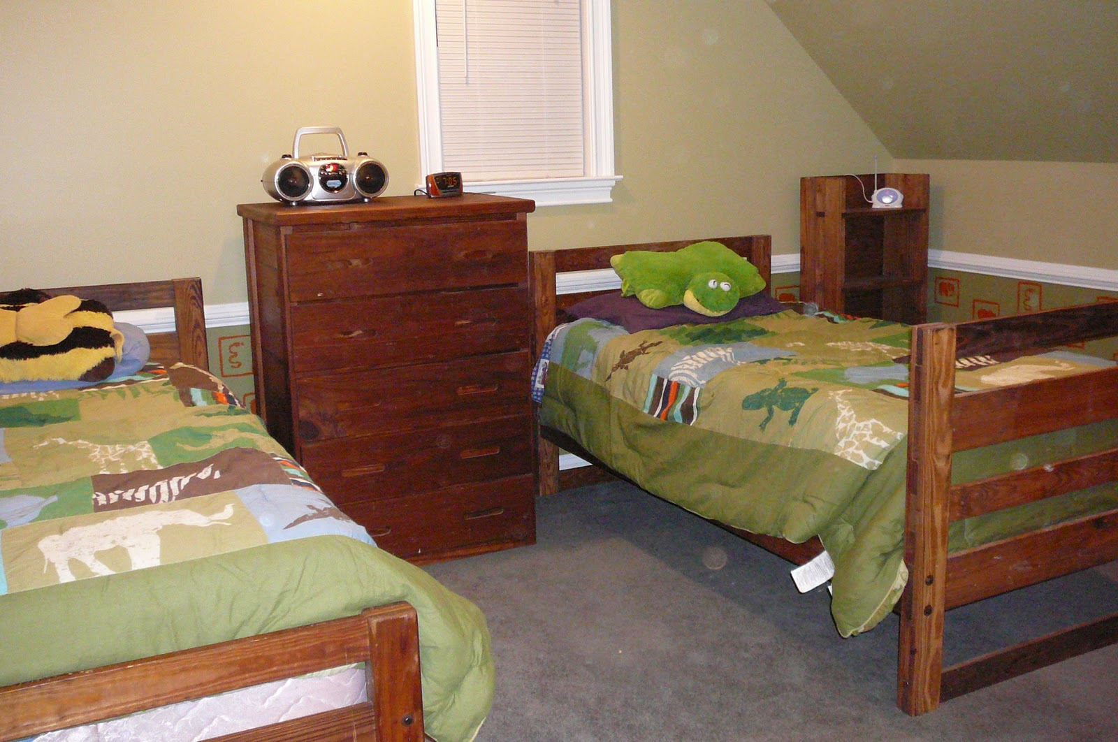 Furniture removal disposal advance junk removal for Furniture removal